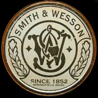 SMITH & WESSON FUSIL REVOLVER ARMES CHASSE  Plaque métal ronde relief 30cm SINCLAIR DINO GASOLINE 17,80 EUR         LOGO PLAQUE DECO GARAGE LOGO PLAQUE DECO GARAGE